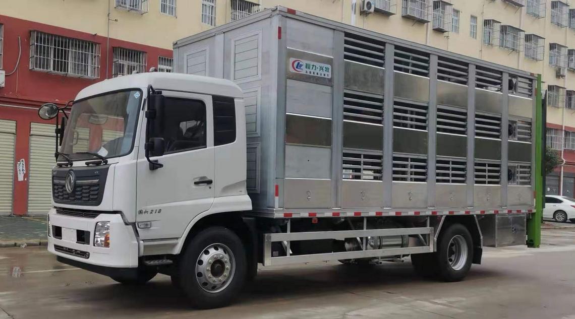 6.8米东风天锦运猪车